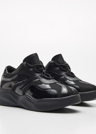 Новые кроссовки с лакированными вставками cropp town