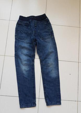 Отличные джинсы 6-7 лет