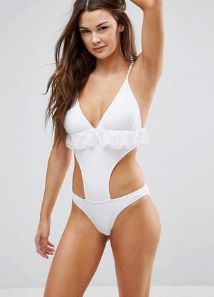 Белый слитный купальник с вырезом vero moda