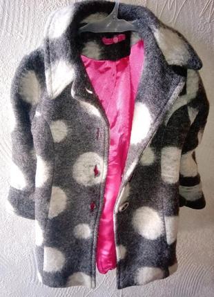 Детское пальто в горошек