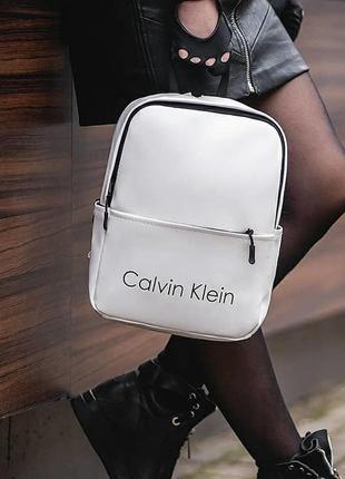 Стильный небольшой женский рюкзак из качественной кожи pu. вместительный и удобный