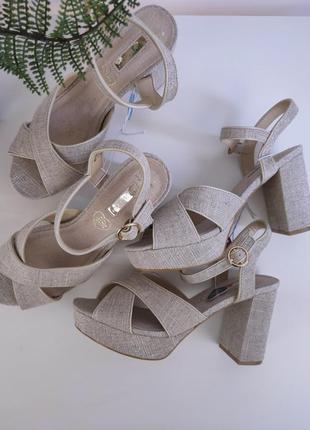 Бежевые босоножки на каблуке от primark