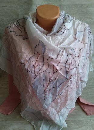 Светлый шелковый платок