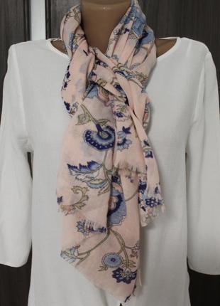 Легкий шарф - палантин в идеальном состоянии