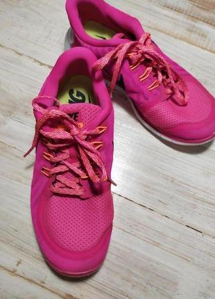 Классные легкие кроссовки 23.5 см