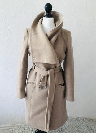 Удлинённое пальто с большим воротом mango
