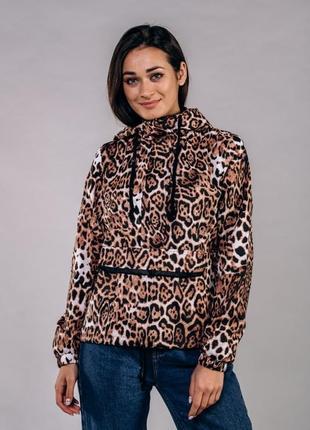 Женский анорак на кулиске леопардовый