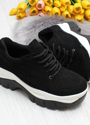 Кроссовки на высокой подошве