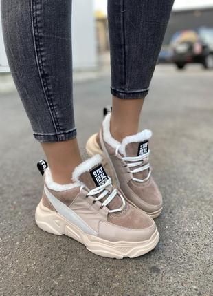 Женские кроссовки на меху