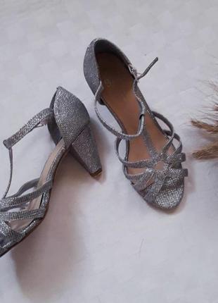 Босоножки сандали туфли