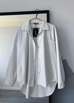 Белая кожаная рубашка