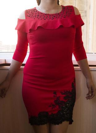 Нова червона сукня