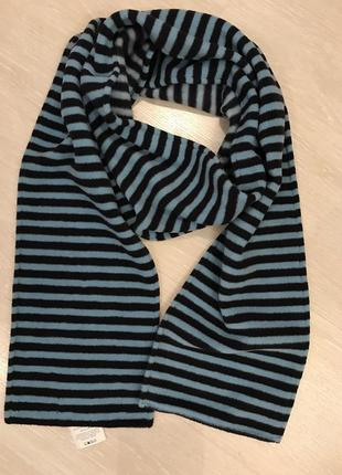 Очень красивый и стильный брендовый шарфик в полоску.