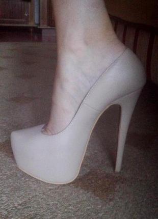 Шикарные туфли louboutin,возможен торг