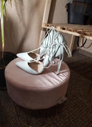 Туфли на каблуке голубые