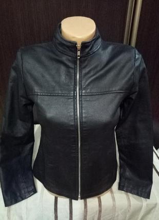 Кожаная курточка . размер s-m.