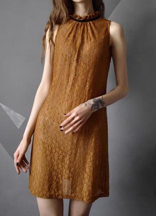 Очень красивое кружевное платье с бархатной лентой zara