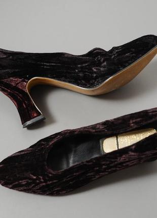 Туфли бархатные на каблуке, бордового цвета.