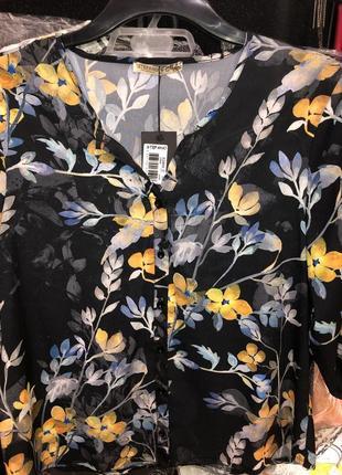 Черная женская блузка в цветочек