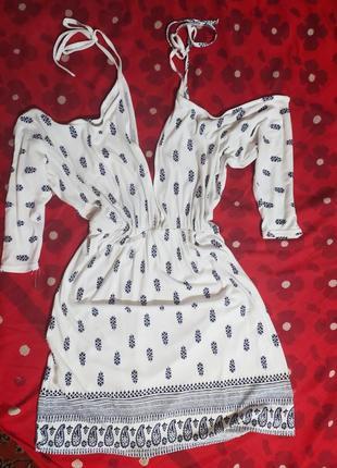 Брендовe оригінальне платтячко з декольте та вирізами на плечах
