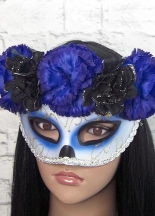 Карнавальная маска с сине-черным венком день мертвых