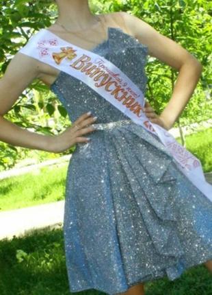 Супер платье изет свою королеву.