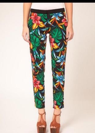 Стильные летние брюки в тропический принт