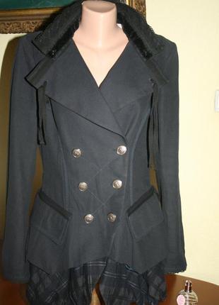 Стильное двубортное американское пальто сложного кроя  с кружевом hich,прои-во италия