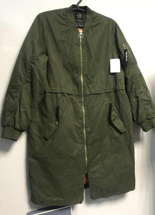 Крутая удлинённая куртка бомбер