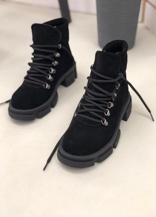 Ботинки черные на шнуровке натуральная замша. ботинки на толстой подошве