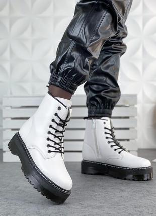 Демисезонные ботинки в стиле мартинс