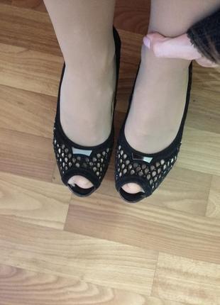 Туфли 34 размера с перфорацией на каблуке belletta