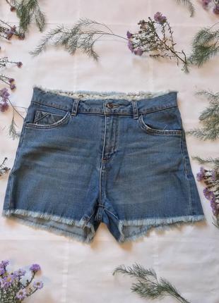 Коротенькие модные шорты с высокой посадкой