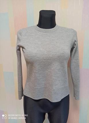 Теплый шерстяной свитер cos