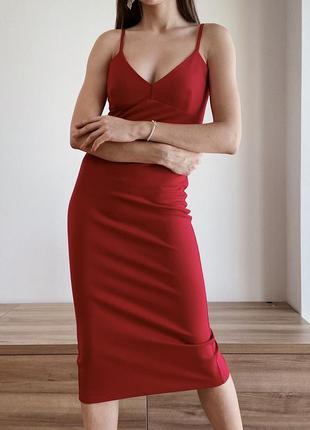 Красное бандажное платья