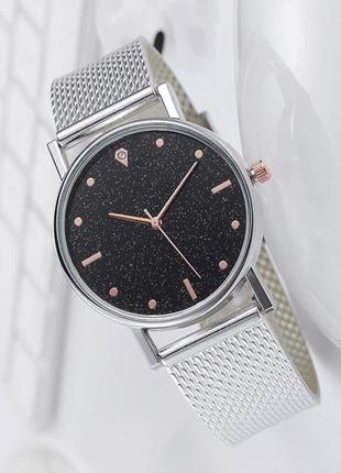Часы наручные женские серебристые на силиконовом ремешке с блестящим циферблатом годинник