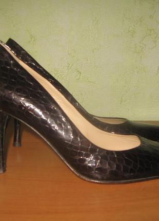 Шикарные туфли лодочки кожаные