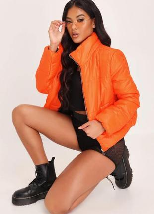 Rising. товар из англии. стеганная куртка короткая в ярко оранжевом глянце.