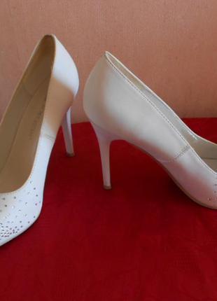 Шикарные свадебные туфли, или на выпускной. 36 размер, на ножку 23 см.