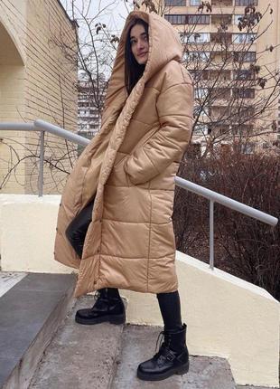 Пальто длинный пуховик тёплый стильный стёганый бежевый с капюшоном