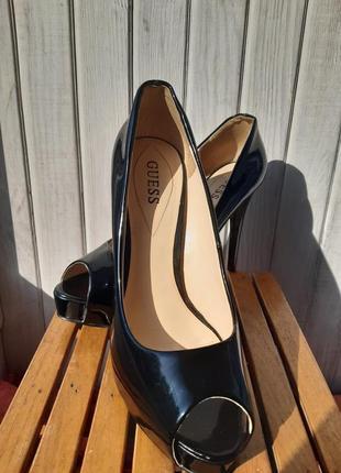 Лаковые черные нарядные элегантные  туфли