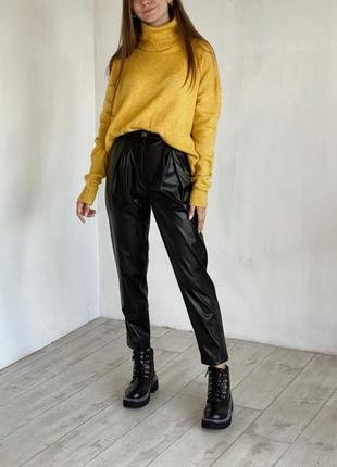 Брюки кожаные на высокой талии посадке с защипами штаны свободные прямые