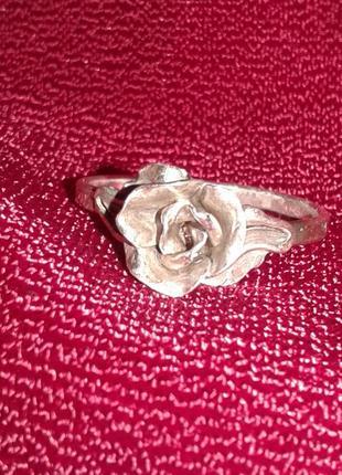 Серебряное кольцо роза