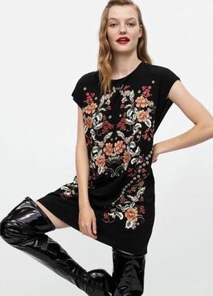 Свободное платье с вышивкой zara
