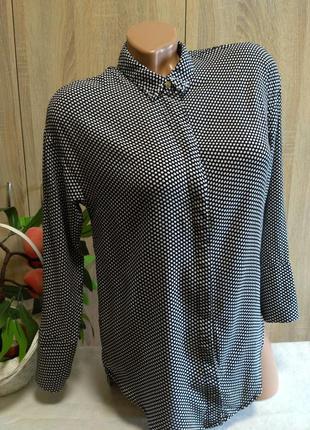 Красивая блуза в горошек с бусинками