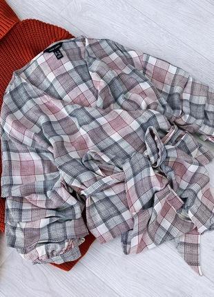 Блуза в клітинку на запах new look