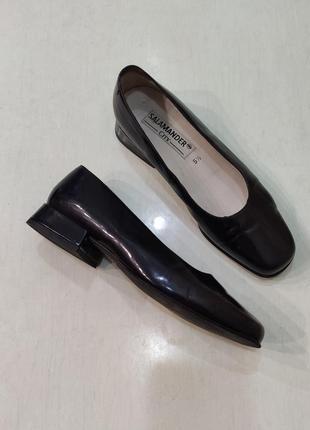 Salamander черные лаковые кожаные туфли на небольшом устойчивом каблуке