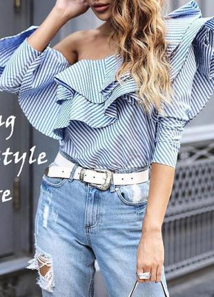 Эффектная блузка в полоску с воланами