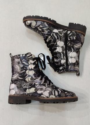 Демисезонные ботинки на шнурках в принт бабочки