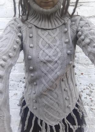 Оригинальный свитер с широкой горловиной и рукавами, бахромой